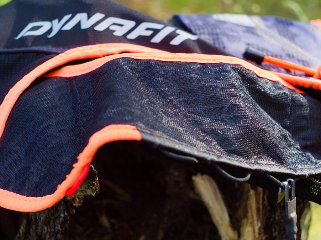 Plecak biegowy Dynafit - Vert4. Mocowanie przednie.
